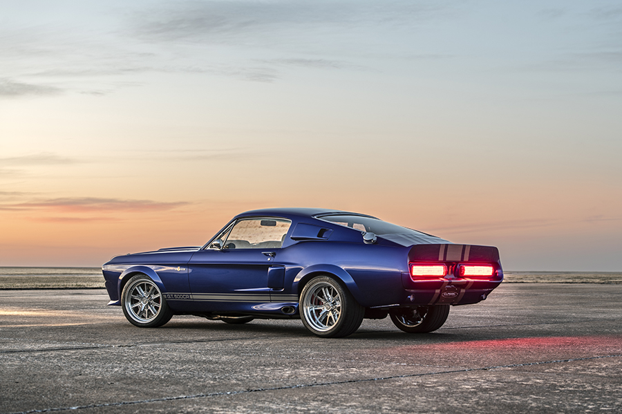 SHELBY GT500CR 900C with modern technology